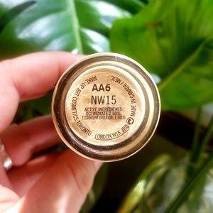 MAC Cosmetics Makeup - MAC Studio Fix Fluid SPF 15 NW 15